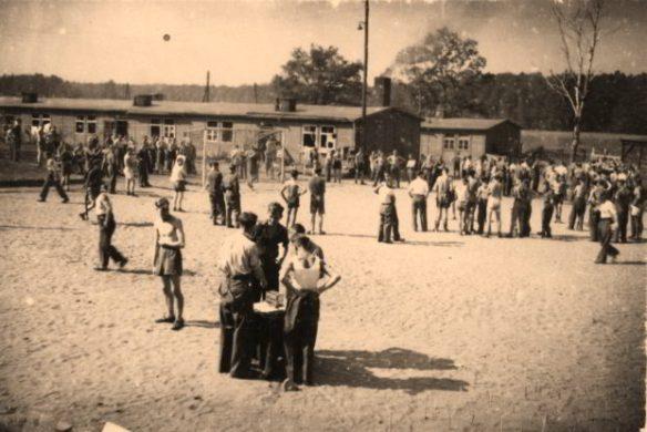 Image of British POWs at Stalag VIIB, Lambsdorf from http://www.lamsdorf.com